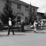 Menschen vor dem Zollhaus Ruhland